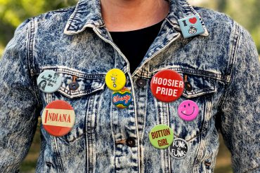 Jean jacket adorned with buttons